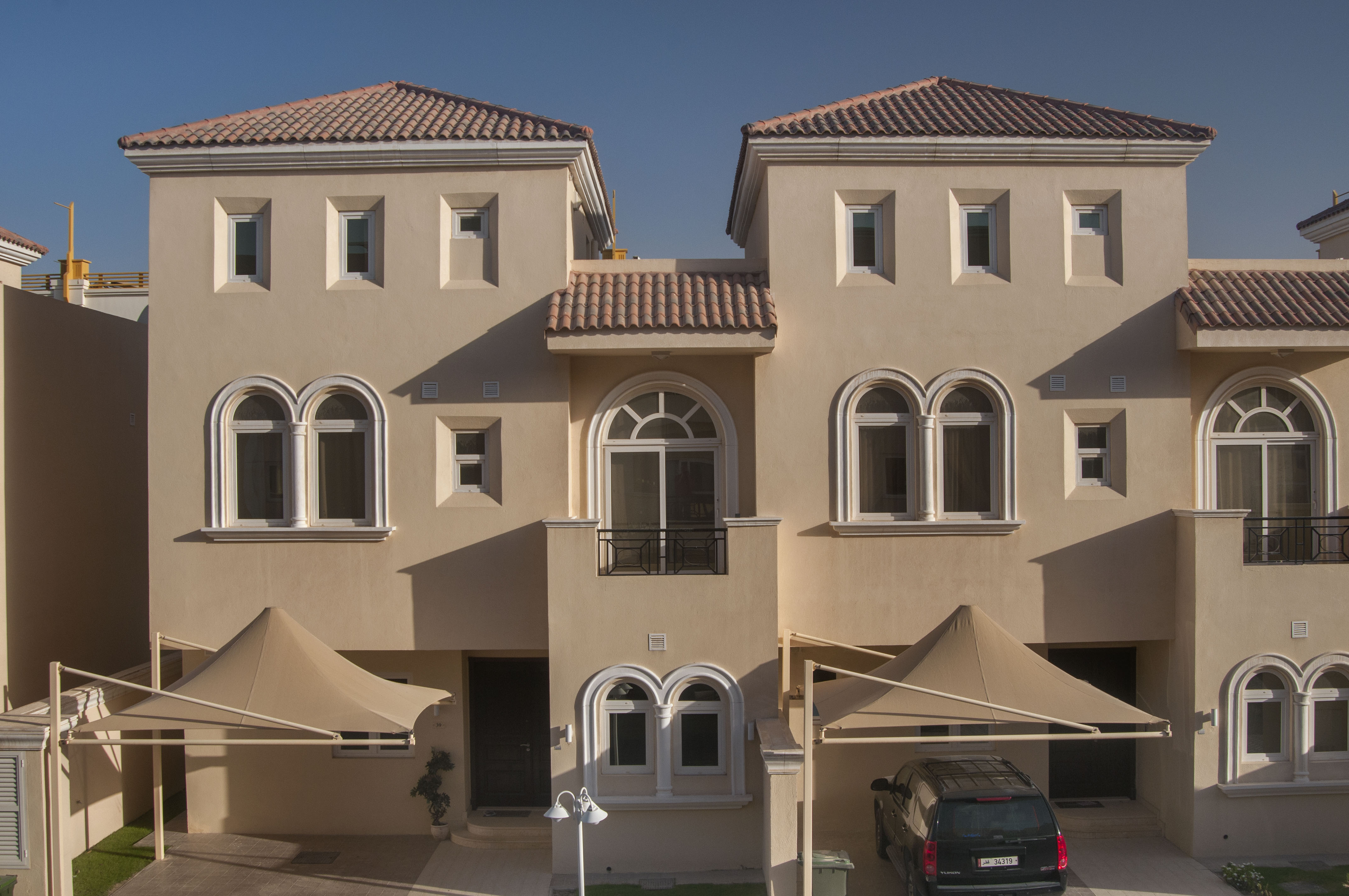 Spacious room available in a modern all female villa in abu hamour qatar living