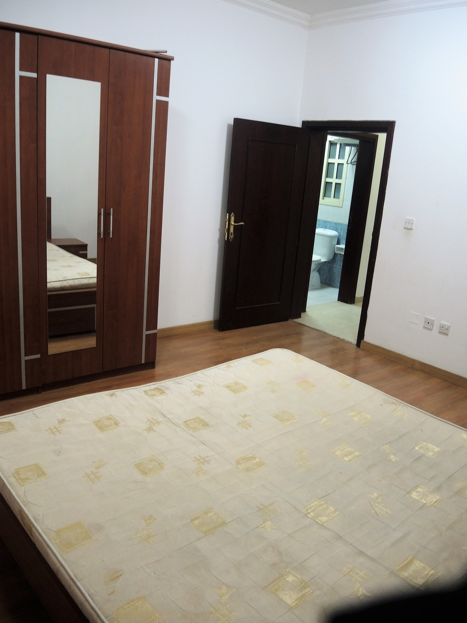 1BHK FLAT IN  DOHA JADEED BEHIND OLYMPICS SPORTS //NO COMMISSION NO DEPOSIT//