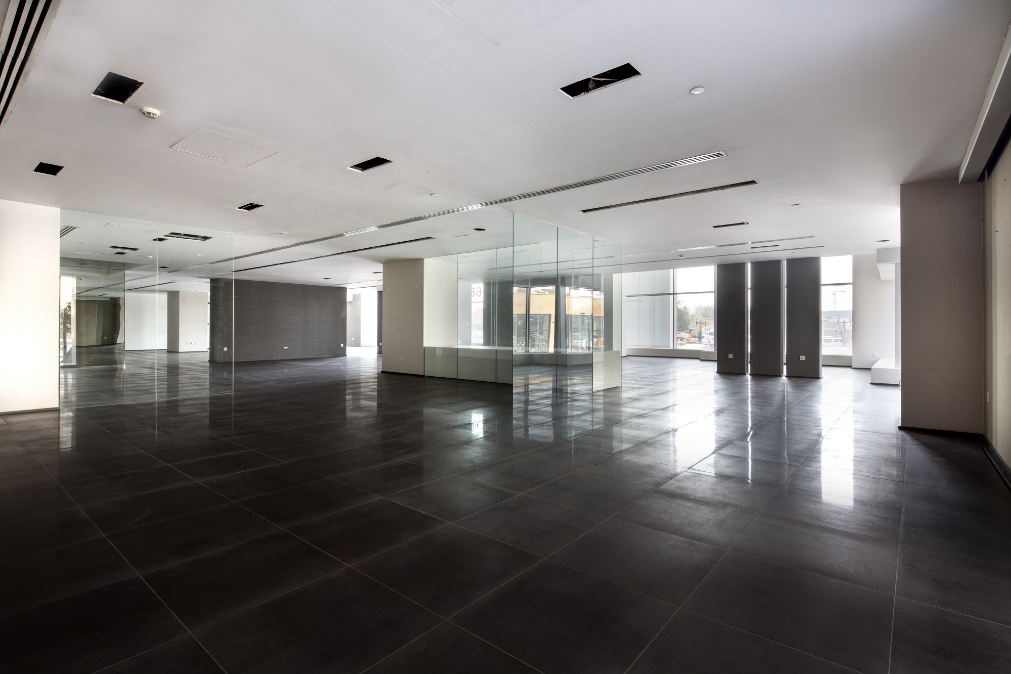 PRIME LOCATION - RETAIL SPACE FOR RENT!!