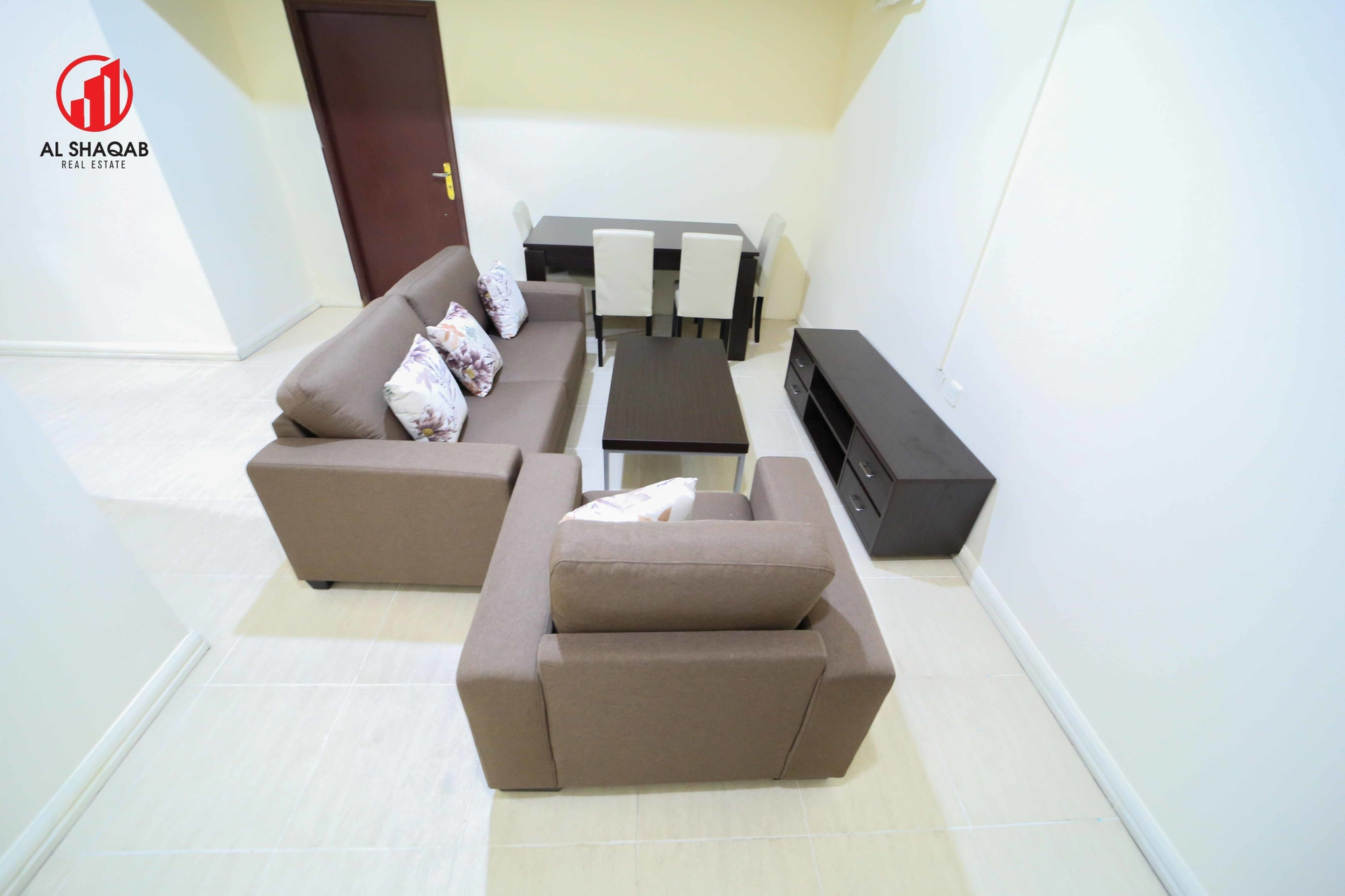 Cosy 2 BHK Apartment with Brand new furnitures !