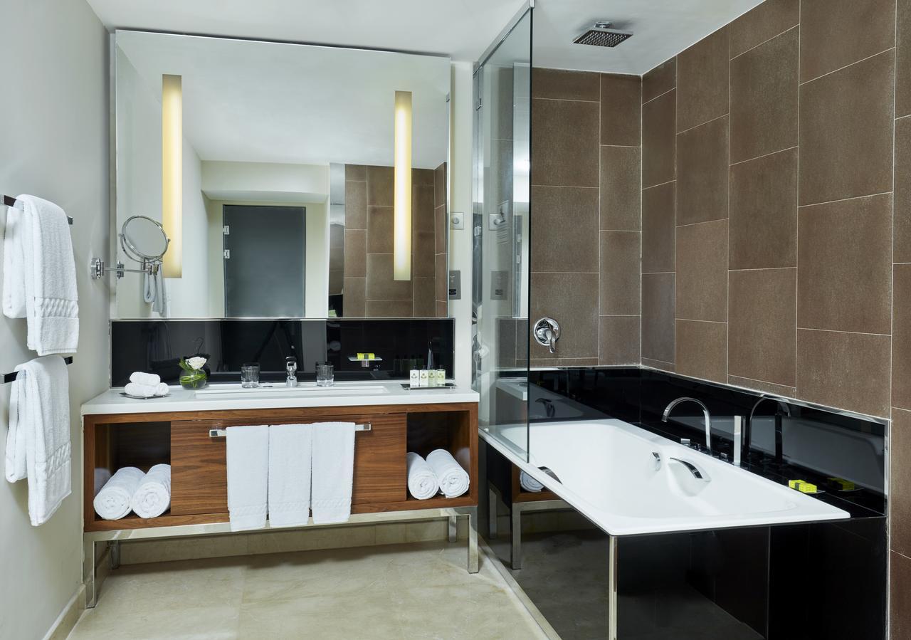 Master bedroom with en-suite, Intercontinental City
