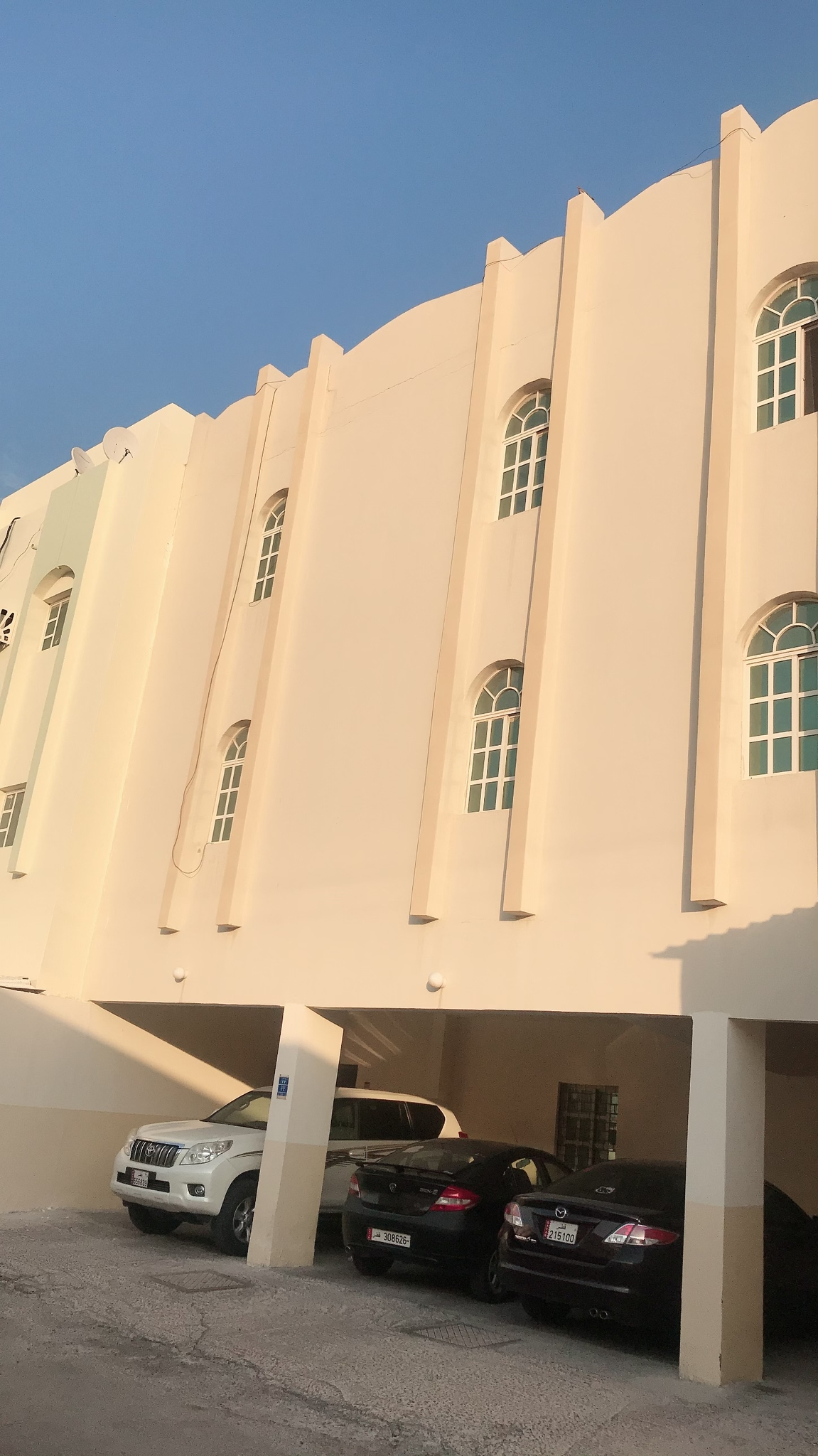 2 BHK PHILIPPINE/ASIAN FAMILY ACCOMMODATION (ONE MONTH FREE) @ OLDAIRPORT BEHIND DOHA BANK