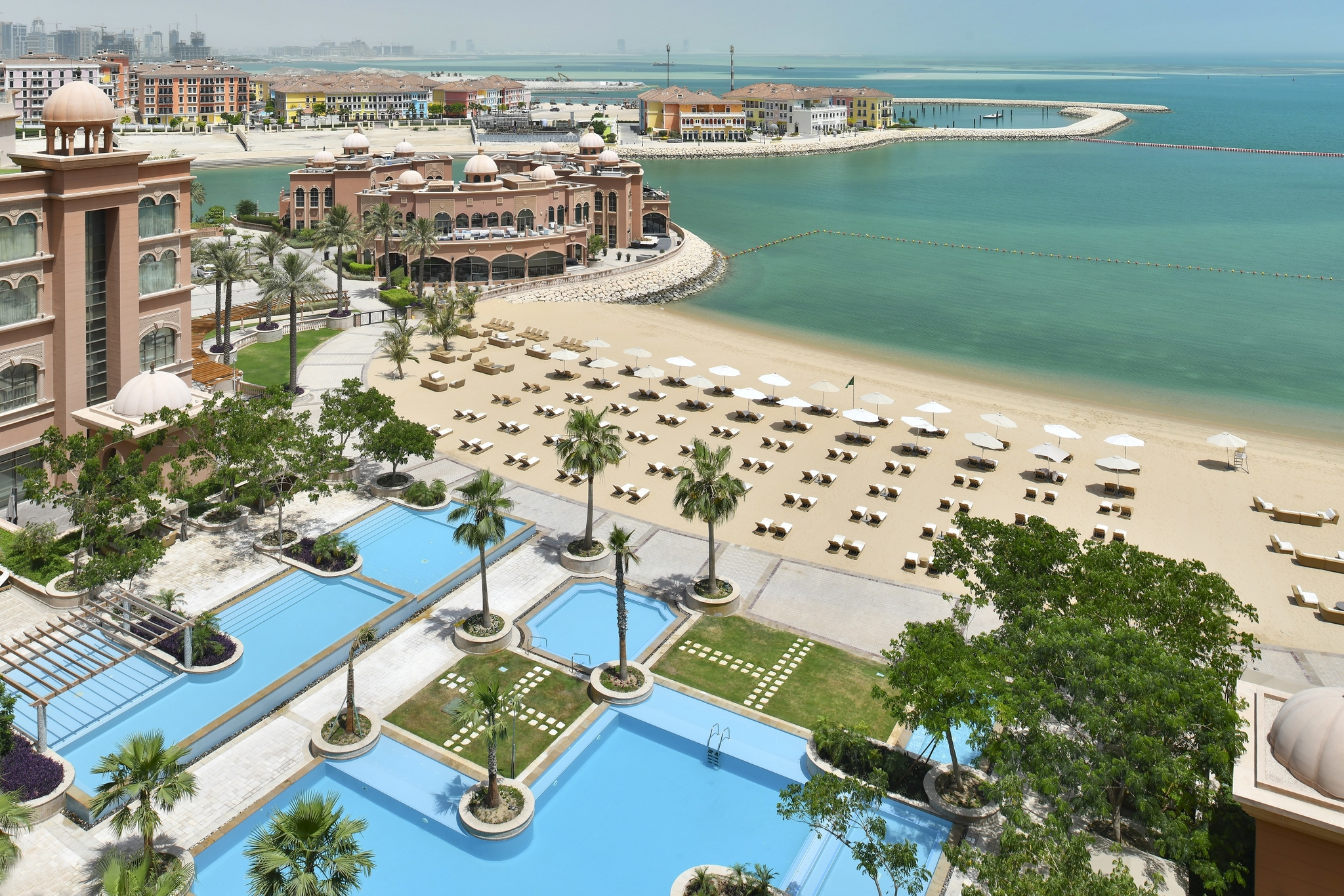 1 Bedroom Luxury Apartments in West Bay with Beach