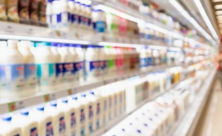 Baladna, Qatar Charity distribute 10,000 liters of milk at Ramadan tents