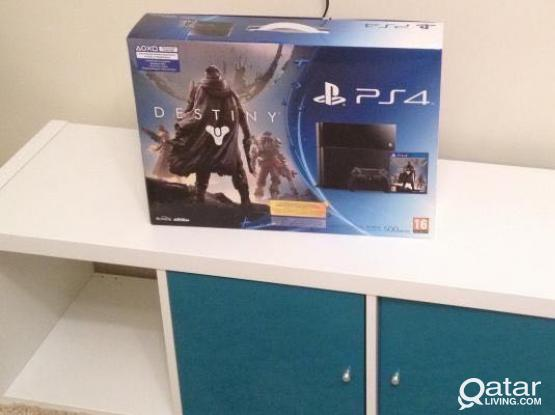 PS4 with 4 Top Games and Bluetooth Conteoller