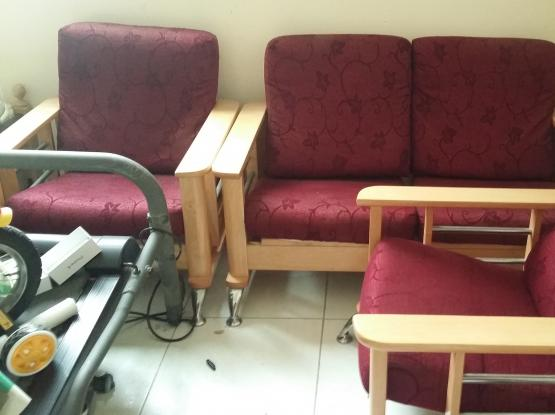 sofa set with center table  ( 1+1+2) for sell at Qr 250 only