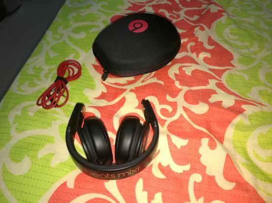 Beats mixr headset(David gutta special edition)
