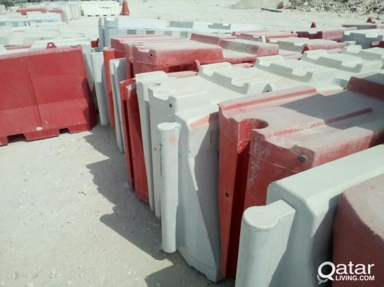 Cheap and best price used road barrier/divider concrete