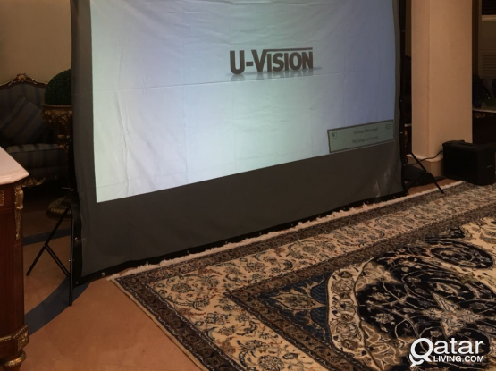 PROJECTOR WITH SCREEN SOUND SYSTEM