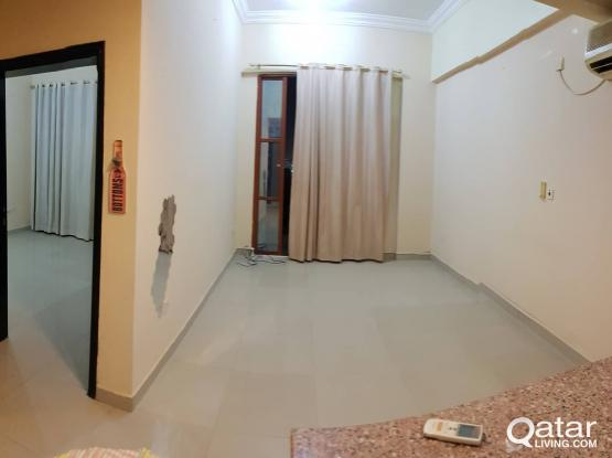 Umm ghuwailina -1Bhk Apartment in Building