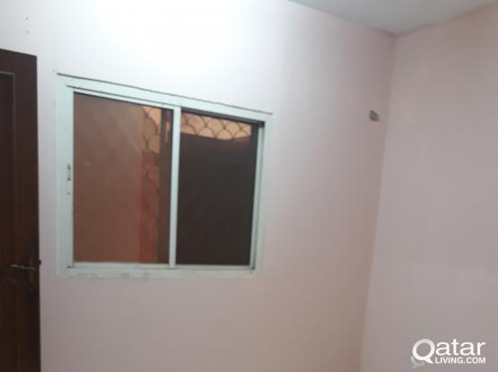 Exi.batchelor room available in Aziziya