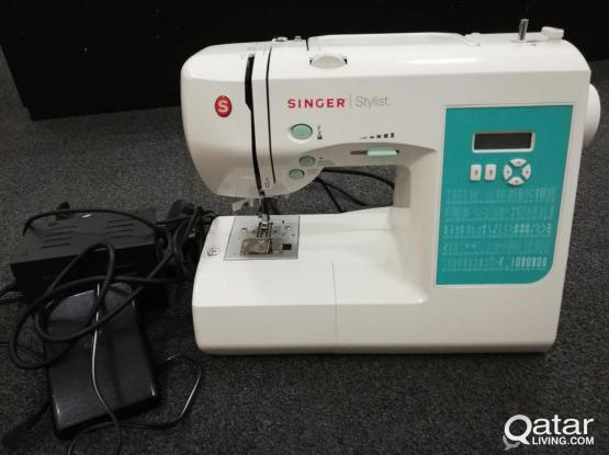 SINGER STYLIST SEWING MACHINE (7258)