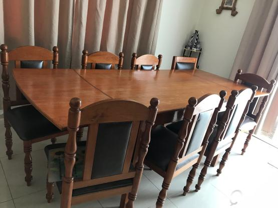 Dining Table expandable 8 seater  with 8 chairs