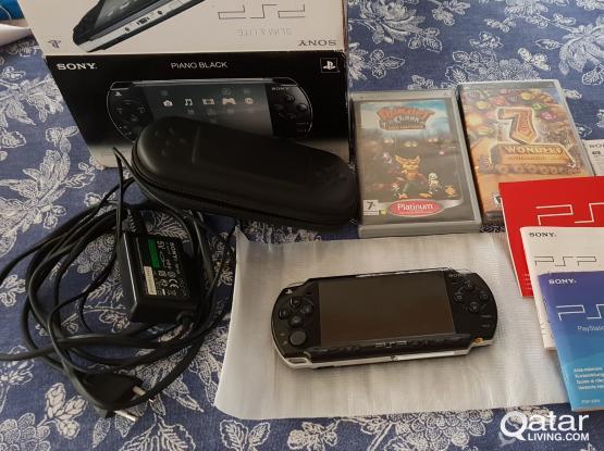 SONY PSP Piano Black PSP-2004 PB Game Console Kit