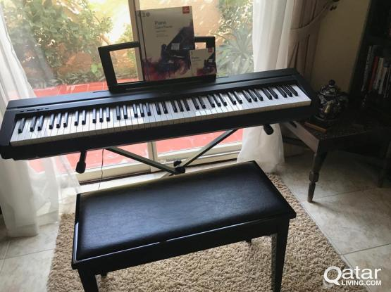 Yamaha digital piano with stand + leather bench