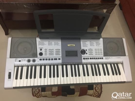 Yamaha PSR-I425 Keyboard + Carry Bag & Notes Tray (Mint Condition)