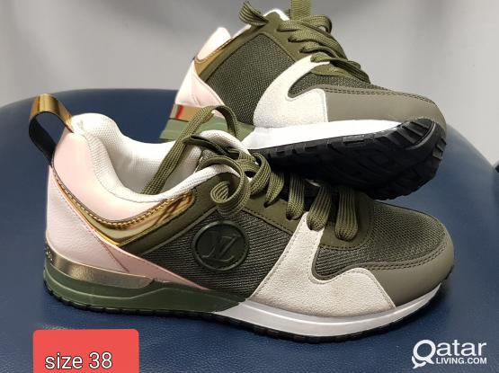 LV sneaker