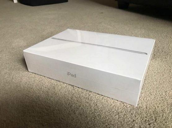 iPad 6th generation 32 GB space grey