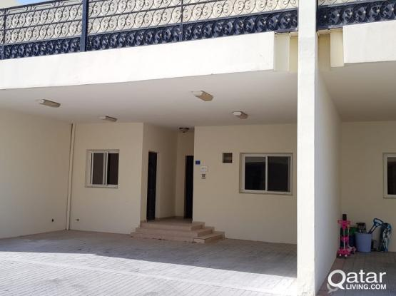 No commission Very spacious 4 + 1 maid room villa at old airport