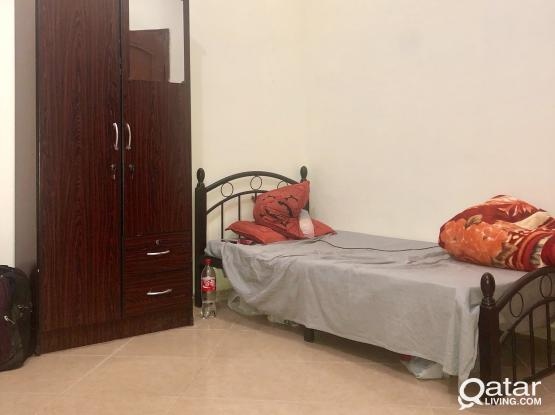FURNISHED BED SPACE @ QR 800 FOR EXE. BACHELORS IN NAJMA (Free W&E)