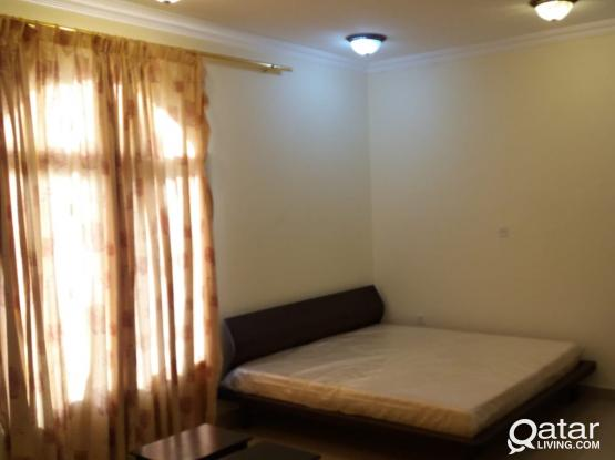 Big Apartment with backyard - QF & Sidra Area