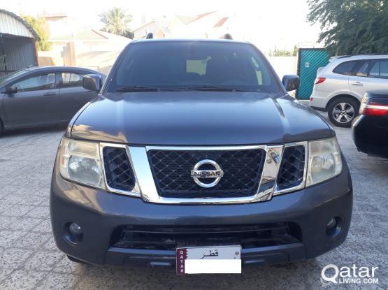 Nissan Pathfinder LE 2012