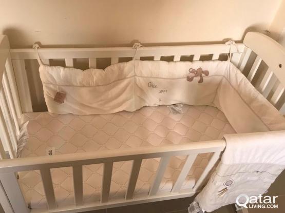 Baby cot/Crib Mamas & Papas like new