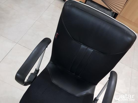 Office Chairs (150 QAR)