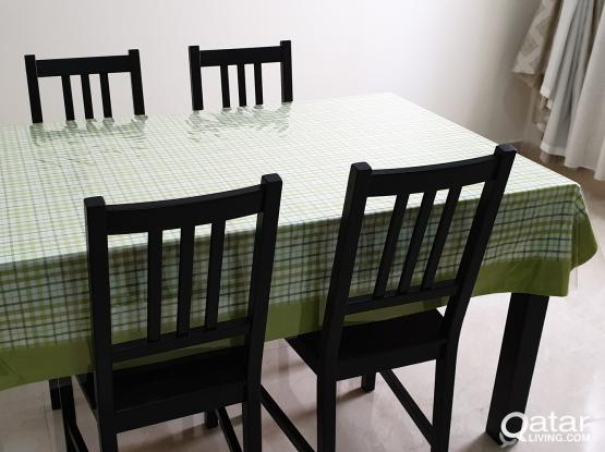 Expandable Dinning Table & Chairs in Brand New Condition