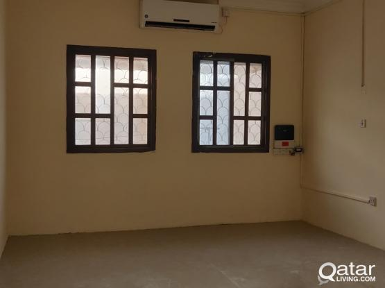 VILLA PORTION (BACHELORS) 1 BHK AVAILABLE AT OLD AIRPORT ( CLOSE TO SHOPERATE)