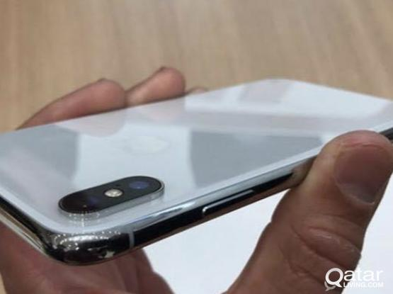 iphone xs 64gb Silver one day old. perfect condition