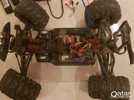 Traxxas Summit with batteries and charger