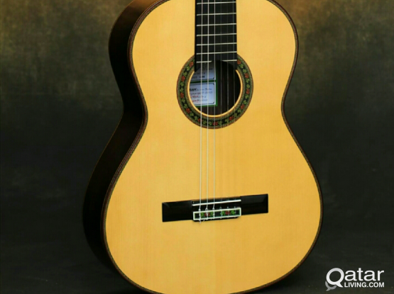 WANTED USED CLASSICAL PRO GUITAR 1000QAR BUDGET