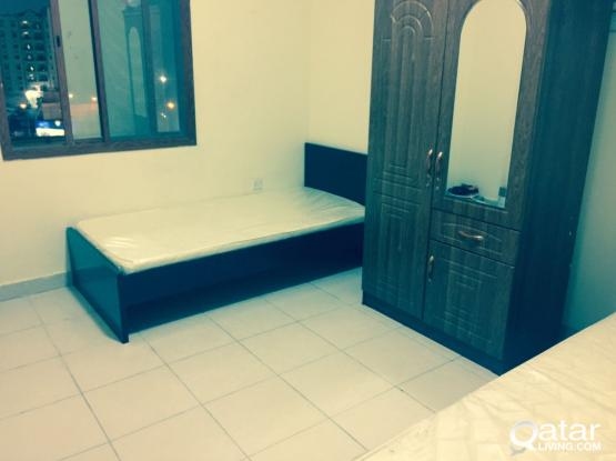 full furnished sharing  Two bed space available For executive decent Indian bachelor