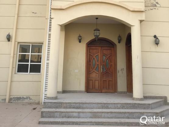 standalone villa 6  bedroom and outhouse partition allowed/staff accommodation/family
