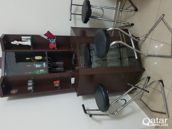 Bar counter with 3 Bar stools for Sale