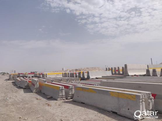 CONCRETE & PLASTIC ROAD BARRIERS