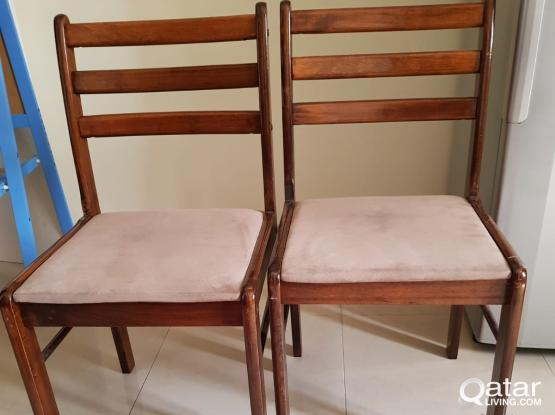 Chairs (4 no.s)