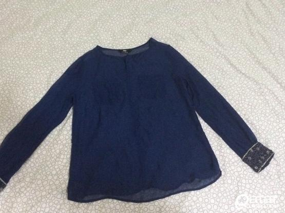 Woman navy blouse