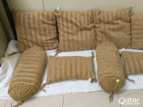 8 Pieces Cushions- 3 size  shaps