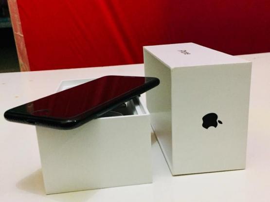 I phone 7 (128gb) jet black