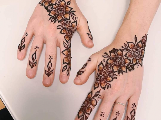 Beautiful henna designing for hands and legs