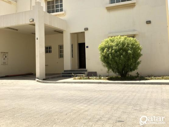 4 BHK COMPOUND VILLA AVAILABLE FOR FAMILIES IN HILAL NEAR TO CAMBRIDGE SCHOOL