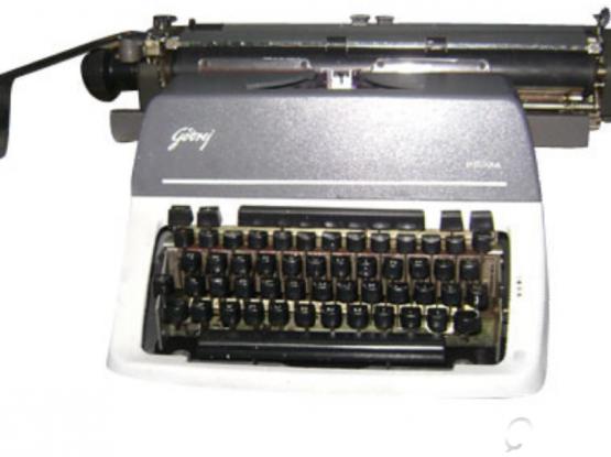 Type writer machin Arabic English Electronic or Manual