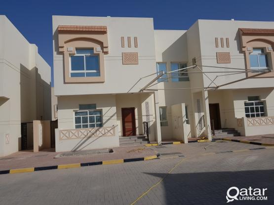 Villa's at al aziziya 5 bhk with facilities 8500 فيلا بالعزيزيه ٥ داخل مجمع به خدمات  غرف