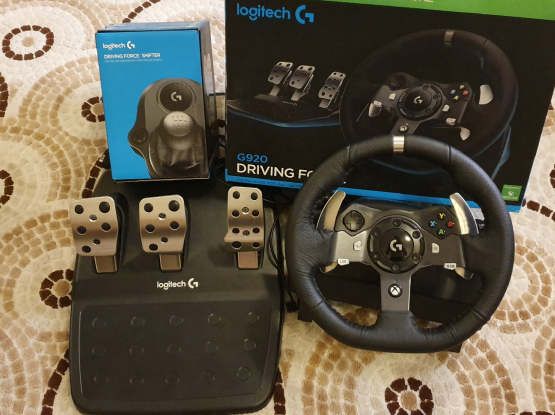 Logitech G920 steering wheel and Shifter