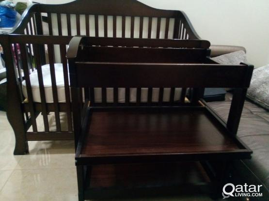 Mamas papas Baby bed with mattress and branded baby changing table