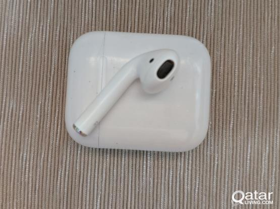 Apple Airpod - Charging Case and Right Side Only