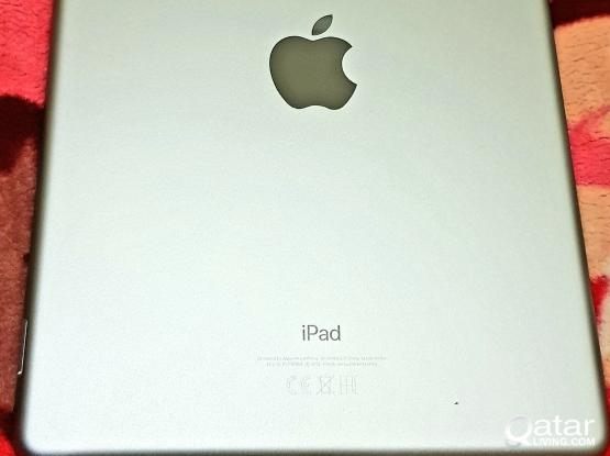 Ipad for Sale 128 GB - Very New  (WIFI + cellular) Grey color