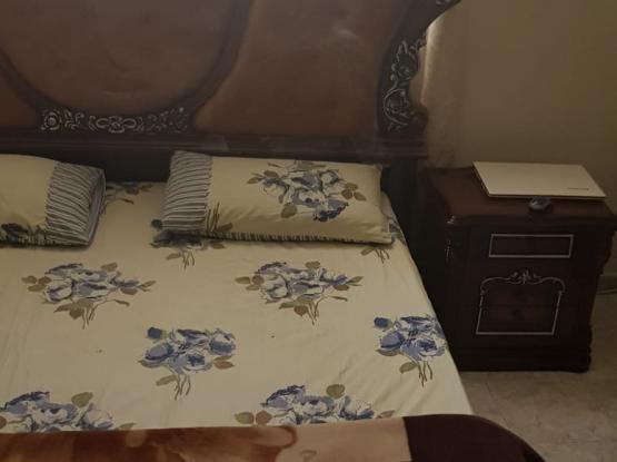 Wooden bedroom set (5x)